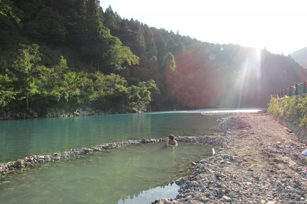 A natural hot spring formed right by the river.