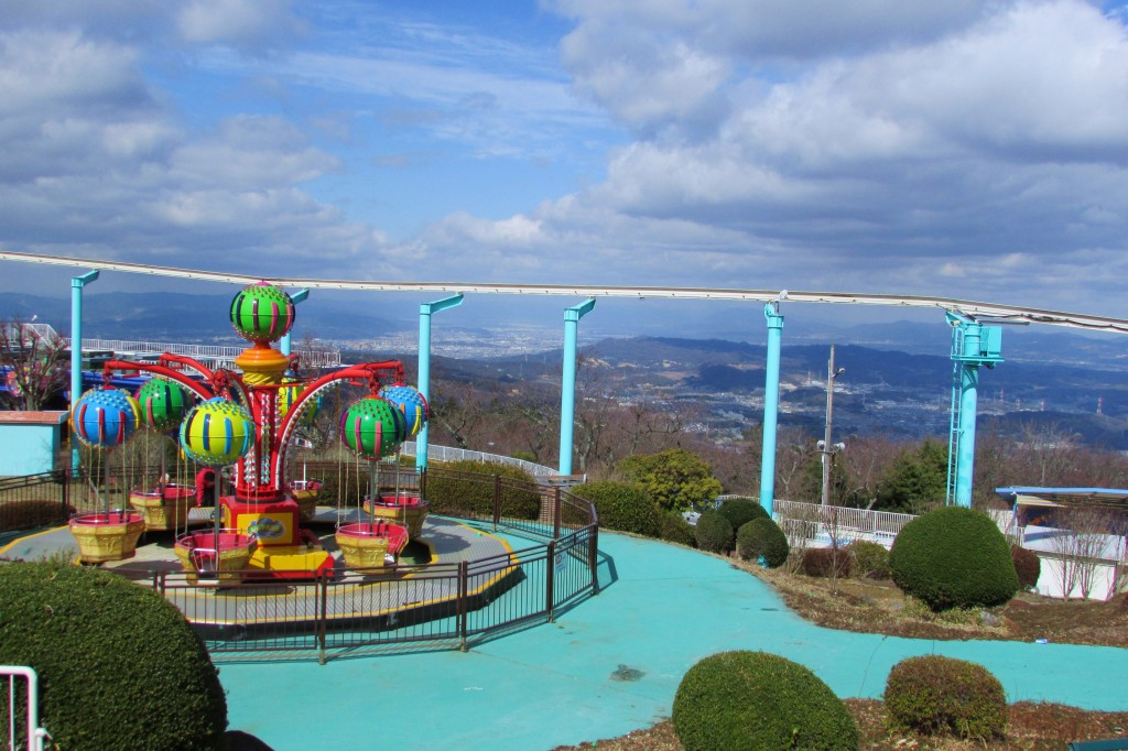 Mountain-top amusement park -- Skyline Ikoma.