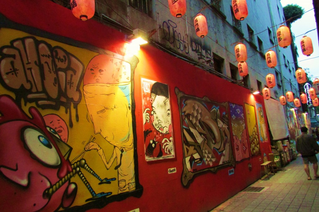 A back alley in Taipei.